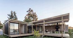 Casa de campo moderna de dos pisos [Planos] Garage Doors, Outdoor Decor, Home Decor, Ideas, Templates, Modern Cottage, Modern Flooring, Cottage House Designs, Two Story Houses