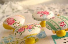 Fabric covered knobs..  Sooooo pretty!