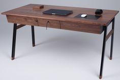 woolsey-agent-desk- Cool desk with hidden pouches (under mouse, lifted with a magnet!)