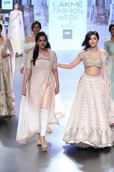 Anushree Reddy at Lakmé Fashion Week summer/resort 2016 Fashion Week 2016, Lakme Fashion Week, India Fashion, Women's Fashion, Pakistani Dresses, Indian Dresses, Indian Outfits, Indian Clothes, Indian Designer Outfits