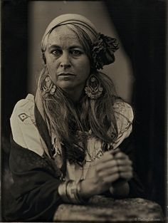 http://www.thedaglab.com/wp-content/gallery/daguerreotype-portraits/quarter-plate-4-alice.jpg