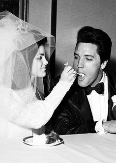 May Rock and roll singer and actor Elvis Presley with his bride, Priscilla Beaulieu Presley, on their wedding day in Las Vegas, Nevada Elvis Presley Family, Elvis Presley Photos, Elvis And Priscilla, Lisa Marie Presley, Before Wedding, Wedding Day, Budget Wedding, Wedding Ceremony, Elvis Wedding