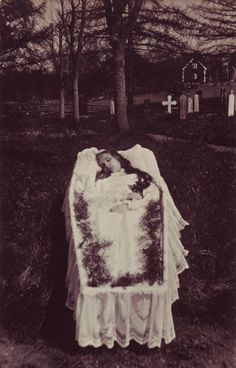 A Gallery of Victorian Bereavement Photography   Stuff You Should Know