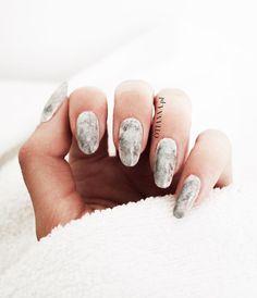 Jak zrobić marmurkowe / księżycowe paznokcie krok po kroku? triki paznokcie | marmurowe paznokcie | stone nails | stone marble nails jak zrobic