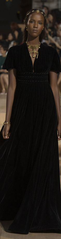 Valentino FW 2015 couture...the angle of the head, that open forehead,divine neck,proprtions......OOOO !