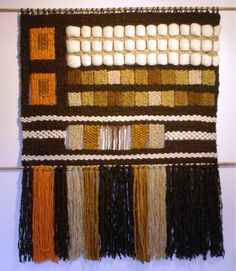 Telaresytapices .... Maria Elena Sotomayor Weaving Projects, Weaving Art, Weaving Patterns, Tapestry Weaving, Loom Weaving, Wall Tapestry, Hand Weaving, Wool Wall Hanging, Inkle Loom