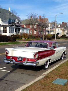 1957 Ford Fairlane Skyliner with Edsel Pacer 1958 front La Ford Fairlane, Edsel Ford, Car Ford, American Classic Cars, Old Classic Cars, Classic Trucks, Muscle Cars Vintage, Vintage Cars, Hot Rod Trucks