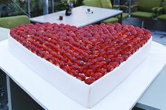 Bruidstaart met aardbeien van Heerlijk Zoet. Petra van Heerlijk Zoet geeft op Festival der Zoete Verleidingen bakdemo!