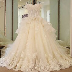 Haute Couture Wedding Dress Luxury Lace Bridal Gown Long Train.Haute couture wedding dress lace for sale. Luxury off the shoulder beading hand made applique lace up princess bridal dress wholesale 100% real photo high quality.