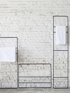 Wall towel rack from Serax you can hang your towels to dry on a stylish way in the bathroom. The simple, stylish furniture is designed by Evelin Bleumink. Towel Rack Bathroom, Towel Hooks, Towel Rail, Towel Holder, Kitchen Towels, Ideas Baños, Black Towels, Bathroom Organization, Organized Bathroom