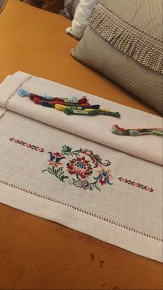 Hand Embroidery Art, Cross Stitch Embroidery, Embroidery Designs, Dress Design Sketches, Cross Stitch Flowers, Needle And Thread, Quilts, Sewing, Knitting