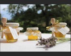 Nous vous proposons ces petits pots de miel pour vos heureux événements (mariage, baptême…). Ces petits pots seront un cadeau original pour remercier vos invités et embellir votre décoration de table. Notre miel provient de producteurs locaux de Provence, et faisant partie des