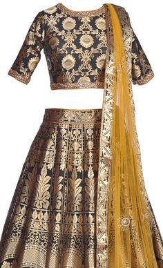 Pure banarasi kalidaar lehenga paired with a plain net Brocade Lehenga, Black Lehenga, Banarasi Lehenga, Pakistani Dresses, Indian Dresses, Indian Outfits, Indian Clothes, Ethnic Fashion, Asian Fashion