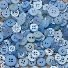 A beautiful selection of multi - colored blue buttons from ice blue to navy. Light Blue Aesthetic, Blue Aesthetic Pastel, Aesthetic Colors, L'or Bleu, Orange Pastel, Le Grand Bleu, Azul Indigo, Im Blue, Dark Blue