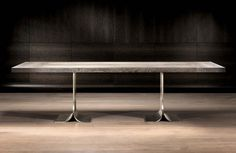 Oryginalny stół jadalny Tulipe. Posiada piękne, eleganckie, metalowe nóżki wybite z litego mosiądzu w stylu antycznym. Blat produkowany z drewna do wyboru, z kilku rodzai.