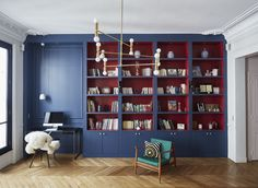 Designers of French studio GCGArchitectes have a great talent to take a classy Parisian apartment and make small masterpieces of modern design out of it. ✌Pufikhomes - source of home inspiration Classic Interior, Cafe Interior, Interior Design, French Apartment, Parisian Apartment, Modern Bookshelf, Bookshelves, Living Room Storage, Home Office Decor