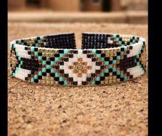 Bracelet manchette perles miyu Bead Loom Patterns, Beaded Jewelry Patterns, Bracelet Patterns, Beading Patterns, Bead Loom Bracelets, Woven Bracelets, Seed Bead Crafts, Tear, Bijoux Diy