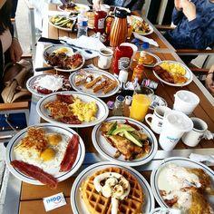 Food And Drink Breakfast - Recipes Breakfast Diner, Breakfast Recipes, I Want Food, Love Food, Breakfast Photography, Food Photography, Food Carving, Food Goals, Perfect Food