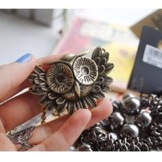 Vintage style bronze tone owl necklace New. Beautiful vintage style bronze tone owl necklace. Thank you for visiting my closet, please feel free to ask any questions, I offer great discounts on bundles 😊💕 lucy6mahon Jewelry Necklaces