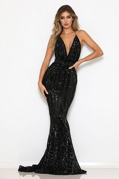 Bring some serious glam with & gown, it is crafted from glittering sequins in black color. It features a sexy draped neckline, s… Long Mermaid Dress, Long Sequin Dress, Mermaid Dresses, Sequin Maxi, Award Show Dresses, Gala Dresses, Prom Outfits, Dress Outfits, Fashion Dresses