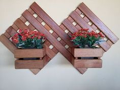 Wood planters are a beautiful and functional addition to any outdoor setting. Wooden Planters, Planter Boxes, Craft Stick Crafts, Wood Crafts, Wood Projects, Woodworking Projects, Woodworking Wood, Decoration Palette, Palette Deco