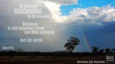 Deze foto heb ik gemaakt in de Australische Outback. Het is hier ontzettend droog op het moment. Temperaturen tussen de 45-50 graden zijn eerder een regel als een uitzondering. En daar op het droge en dorre land kwam de regenboog tevoorschijn. Altijd als ik de regenboog zie voel ik me gelijk een stuk vrolijker. Voor mij is het als een knipoog van God. Een herinnering aan het verhaal in de Bijbel, de zondvloed. Een herinnering aan de belofte van God dat Hij altijd voor ons zorgt.
