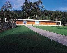 João Álvaro Rocha - Casa no Lugar do Paçô  Carreço, Viana do Castelo  1994 - 1997 Portuguese, Garage Doors, Houses, Architecture, Outdoor Decor, Home Decor, Rock, Windows, Arquitetura