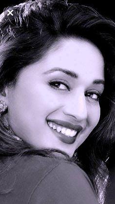 Vintage Bollywood, Bollywood Girls, Bollywood Celebrities, Bollywood Saree, Bollywood Fashion, Bollywood Actors, Beautiful Girl Indian, Most Beautiful Indian Actress, Beautiful Roses