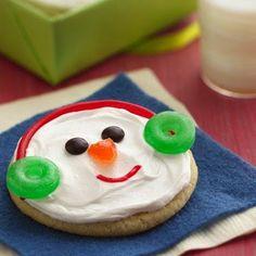 Jolly Snowman Faces Christmas Treats To Make, Christmas Snacks, Christmas Goodies, Holiday Treats, Holiday Recipes, Christmas Snowman, Holiday Cookies, Diy Christmas, Winter Treats