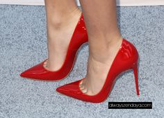 Red pointed toe pumps. Stiletto heels. Tacchi Close-Up #Shoes #Tacones #Heels