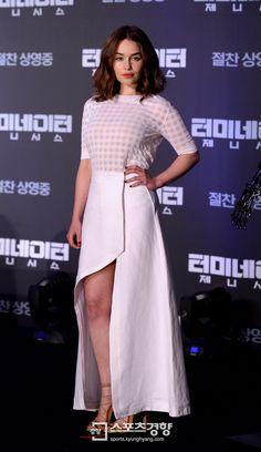 July 01: Terminator Genisys Seoul Press Conference - 0701 tgkoreanpressconference 0047 - Adoring Emilia Clarke - The Photo Gallery