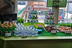 drinks: green gatorade (slime) and water Minecraft Party Food, Minecraft Cake, Party Fun, Party Time, Party Ideas, 9th Birthday, Birthday Parties, Birthday Cake, Party Cakes