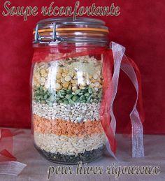 Christmas Gifts DIY - mix for soup Mason Jar Meals, Meals In A Jar, Mason Jar Crafts, Mason Jars, Pot Mason, Christmas Food Gifts, Homemade Christmas, Christmas Diy, Soup In A Jar