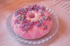 Jabón artesanal, jabón aromático y decorativo en forma de Donut. Aroma a Frutos Rojos. Es personalizable. Precio: 6,75