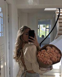Classy Aesthetic, Beige Aesthetic, Aesthetic Girl, Aesthetic Roses, Aesthetic Light, Spring Aesthetic, Travel Aesthetic, Foto Casual, Insta Photo Ideas