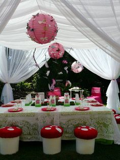Very pretty little girl's party :)