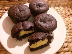 Re-Form életmód: Villámgyorsan elkészül és nagyon mutatós a pudinggal töltött muffin Winter Food, Muffin, Healthy Desserts, Doughnut, Food And Drink, Lose Weight, Sweets, Chocolate, Baking