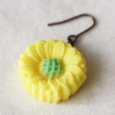 耳に砂糖菓子ピアス(ひまわり)  http://oaas.shop-pro.jp/?pid=87662989