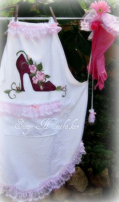 hand painted apron  http://www.facebook.com/pages/Suzi-Homefaker/157277567665756