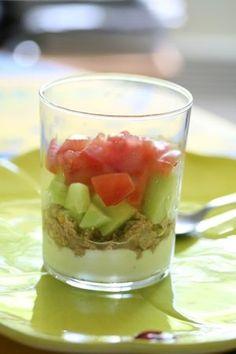 Verrine de thon à la faisselle Evitez le piège de l'apéritif en concoctant cette verrine gourmande mais légère. Relevez le goût du thon, de la tomate et du concombre en ajoutant un peu de tabasco. On dit oui à la cuisine minceur, pourvu qu'elle ait du goût !