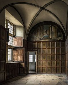 Bolsover Castle, Derbyshire, England by icypics. Love that boiserie! Abandoned Buildings, Abandoned Places, Beautiful Architecture, Architecture Design, Italy Architecture, English Architecture, Chateau Moyen Age, Chronicles Of Narnia, Derbyshire