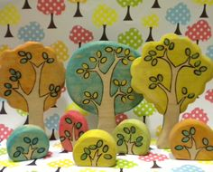 Whimsical Colorful Tree and Shrubs Wood Toys, Waldorf Crafts, Waldorf Toys, Diy Wood Projects, Wood Crafts, Ceramic Houses, Colorful Trees, Crafts To Make, Games