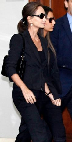 Isabel Preysler y su hija Ana, este lunes en el tanatorio Chic Outfits, Office Outfits, Aged To Perfection, Looks Chic, Dress For Success, Aging Gracefully, Fashion Addict, Capsule Wardrobe, Style Icons