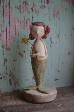 Mermaid Paper Mache Projects, Clay Projects, Paper Crafts, Sculptures Céramiques, Sculpture Ideas, Clay Owl, Biscuit, Mermaid Ornament, Unicorns And Mermaids