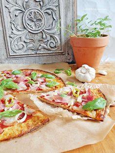 Kakukkfű: Karfiol pizza- szénhidrát csak mutatóban Taco Pizza, Tortilla, Hawaiian Pizza, Winter Food, Superfood, Mozzarella, Vegetable Pizza, Smoothies, Paleo