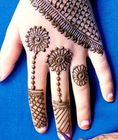 Henna Designs For Kids, Very Simple Mehndi Designs, Mehndi Designs Front Hand, Mehndi Designs For Kids, Rose Mehndi Designs, Latest Henna Designs, Henna Tattoo Designs Simple, Finger Henna Designs, Mehndi Designs Feet