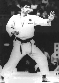 hirokazu kanazawa - sera un des derniers élèves de Gishin Funakoshi. C'est là ensuite qu'il devient le disciple de Nakayama, réformateur, avec Nishiyama de la JKA.