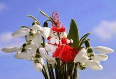 Happy Day of Spring in Europe! Art Floral, Baba Marta, 1st Day Of Spring, 8 Martie, Ikebana, Folk Art, Flower Arrangements, Art Drawings, Crafts For Kids