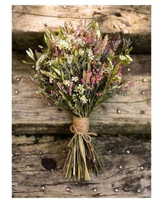 Me encanta la sencillez y la combinación de flores y colores de este ramo silvestre de @jardinmamaana { by @javiergurreafotografo}. #godmorning #buenosdias #wedding #weddingday #boda #bride #bridal #novia #photography #photoshoot #wild #rustic #elegant #bouquet #ramodenovia #bohemian #colors #flowers #flores #weddingbouquet #inlove #amazing #Beautiful #stunning #weddinginspiration #inspiration #love #like #picoftheday #siempremia