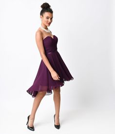 This simple, elegant chiffon dress features a tightly pleate
